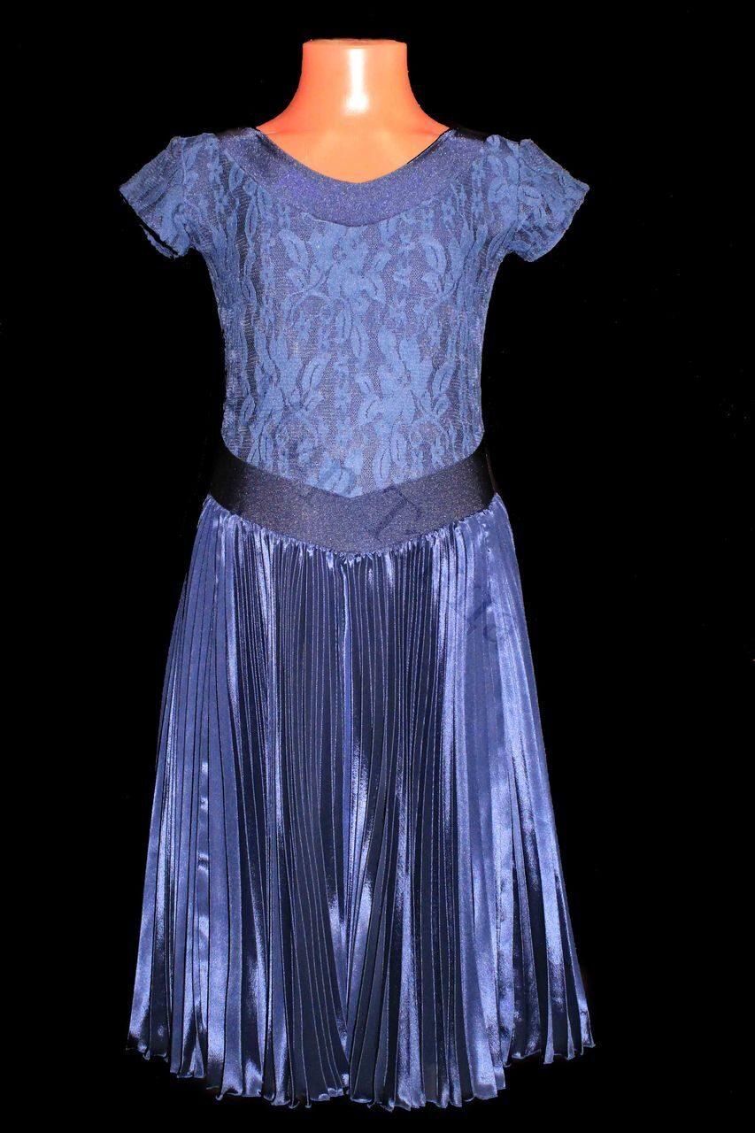 В ателье сшили 26 платьев, костюмов на 4 больше, чем платьев 44